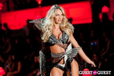 candice swanepoel in Victoria's Secret Fashion Show 2010