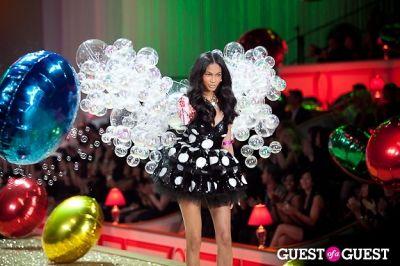 chanel iman in Victoria's Secret Fashion Show 2010