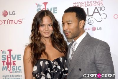 chrissy teigen in VH1 SAVE THE MUSIC FOUNDATION 2010 GALA
