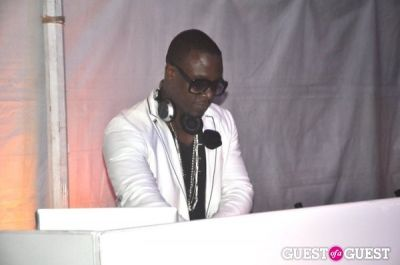dj mos in 12th Annual Love Heals at Luna Farm