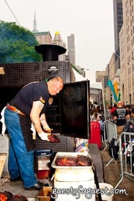 dinosaur barbecue in Snapple Big Apple Barbecue Block Party