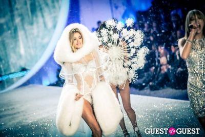 doutzen kroes in Victoria's Secret Fashion Show 2013