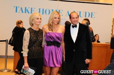 eileen guggenheim in The New York Academy Of Art's Take Home a Nude Benefit and Auction