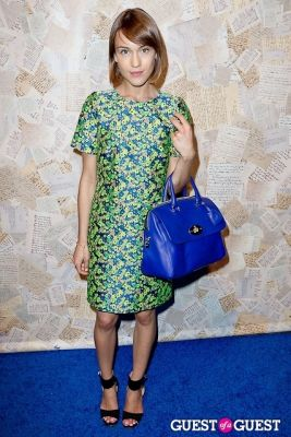 ella catliff in Alice and Olivia Presentation