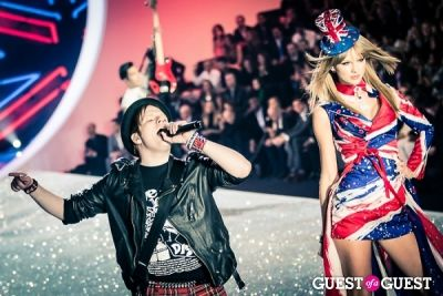 fall out-boy in Victoria's Secret Fashion Show 2013