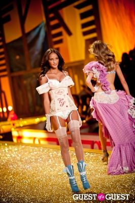 gracie carvalho in Victoria's Secret Fashion Show 2010
