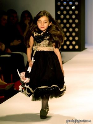 holland cogan in FIT On The Catwalk Pt2