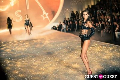 izabel goulart in Victoria's Secret Fashion Show 2013