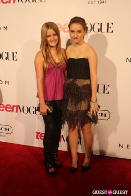 kaitlyn and-mady-dever in 9th Annual Teen Vogue 'Young Hollywood' Party Sponsored by Coach (At Paramount Studios New York City Street Back Lot)
