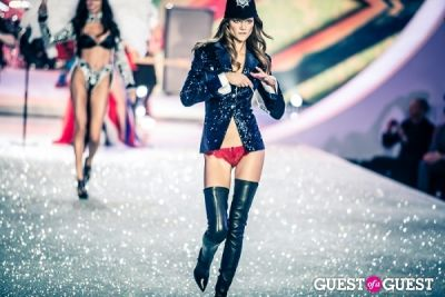 kasia struss in Victoria's Secret Fashion Show 2013