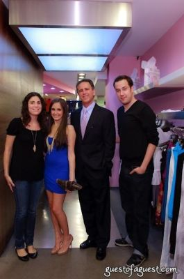 kelli brooke-tomashoff in Sip & Shop for a Cause benefitting Dress for Success