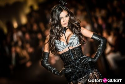 kelly gale in Victoria's Secret Fashion Show 2013