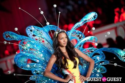 lais ribeiro in Victoria's Secret Fashion Show 2010