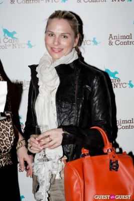 nicole mollo in 6th Annual Animal Care Spring Fling
