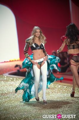 lily donaldson in Victoria's Secret Fashion Show 2010