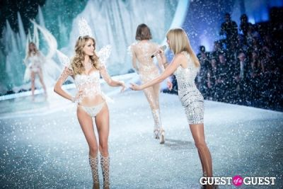 lindsay ellington in Victoria's Secret Fashion Show 2013