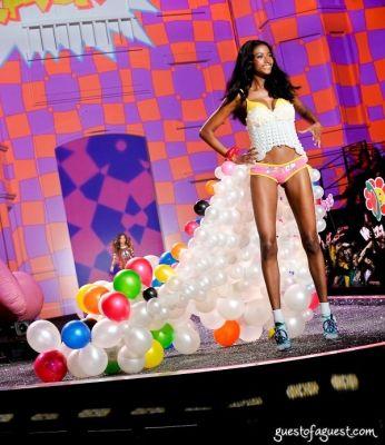 lindsay frimodt in Victorias Secret Fashion Show