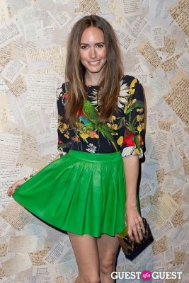 louise roe in Alice and Olivia Presentation