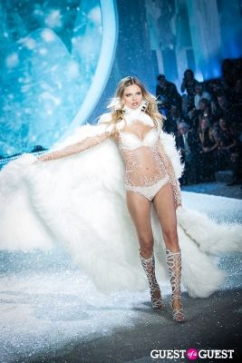 magdalena frackowiak in Victoria's Secret Fashion Show 2013