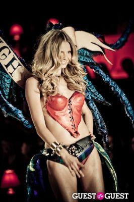 magdalena frakowiak in Victoria's Secret Fashion Show 2010