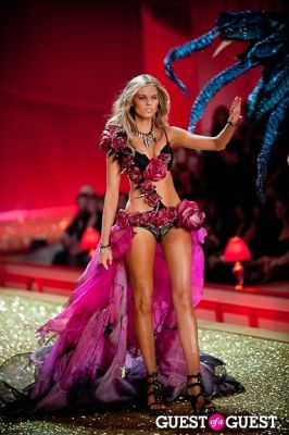 maryna linchuk in Victoria's Secret Fashion Show 2010