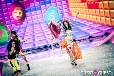 ming xi in Victoria's Secret Fashion Show 2013