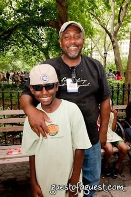 mitchell s-nephew-with-dad in Snapple Big Apple Barbecue Block Party