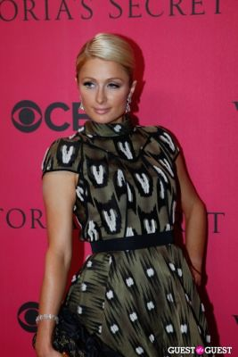 paris hilton in 2010 Victoria's Secret Fashion Show Pink Carpet Arrivals