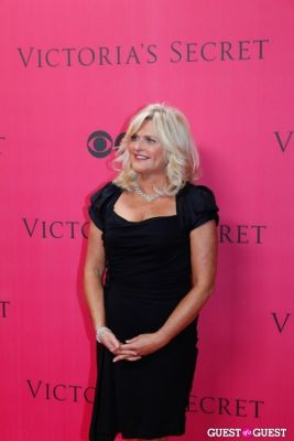 sharen turney in 2010 Victoria's Secret Fashion Show Pink Carpet Arrivals