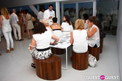 amanda e.-singer in New Museum's Summer White Party