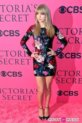 taylor swift in 2013 Victoria's Secret Fashion Pink Carpet Arrivals