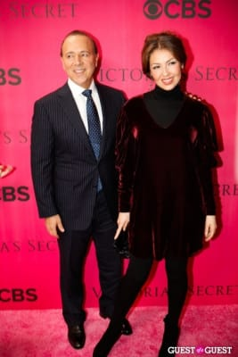 tommy mottola in 2010 Victoria's Secret Fashion Show Pink Carpet Arrivals