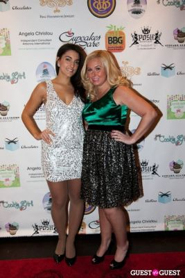 tiffany troiano in Cupcakes that Care Holiday Launch Party