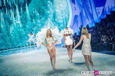 taylor swift in Victoria's Secret Fashion Show 2013