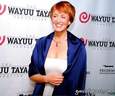 kathy eldon in The Wayuu Taya Foundation Gala