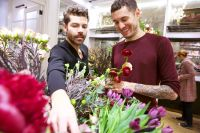 Holidays In Bloom: Floral Fun With Putnam & Putnam