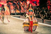 Victoria's Secret Fashion Show Paris 2016: Full Runway and Performances #20