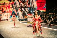 Victoria's Secret Fashion Show Paris 2016: Full Runway and Performances #26
