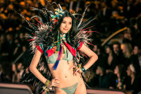 Victoria's Secret Fashion Show Paris 2016: Full Runway and Performances #36