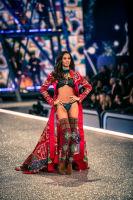 Victoria's Secret Fashion Show Paris 2016: Full Runway and Performances #43