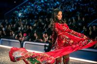 Victoria's Secret Fashion Show Paris 2016: Full Runway and Performances #44
