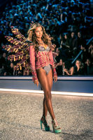 Victoria's Secret Fashion Show Paris 2016: Full Runway and Performances #47