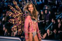 Victoria's Secret Fashion Show Paris 2016: Full Runway and Performances #48