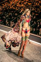 Victoria's Secret Fashion Show Paris 2016: Full Runway and Performances #51