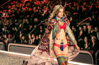 Victoria's Secret Fashion Show Paris 2016: Full Runway and Performances #52