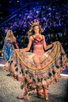 Victoria's Secret Fashion Show Paris 2016: Full Runway and Performances #58
