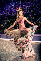 Victoria's Secret Fashion Show Paris 2016: Full Runway and Performances #59
