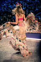Victoria's Secret Fashion Show Paris 2016: Full Runway and Performances #60