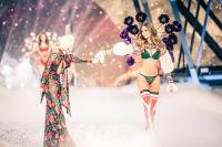 Victoria's Secret Fashion Show Paris 2016: Full Runway and Performances #79