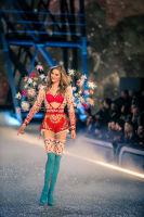 Victoria's Secret Fashion Show Paris 2016: Full Runway and Performances #82